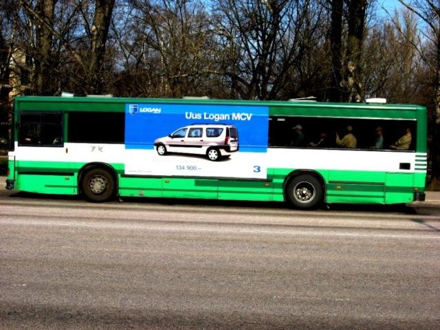 Dacia Logan 4m x 2m bussi küljel