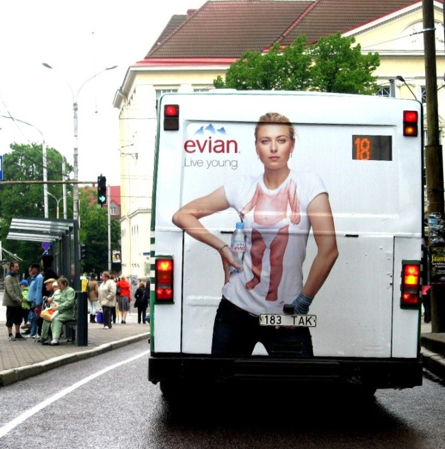 Evian – bussi tagumine külg