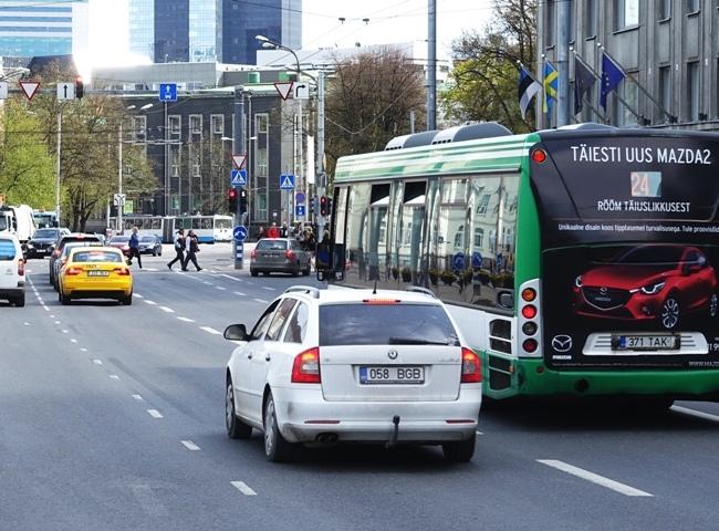 Mazda – kleebis bussi taga