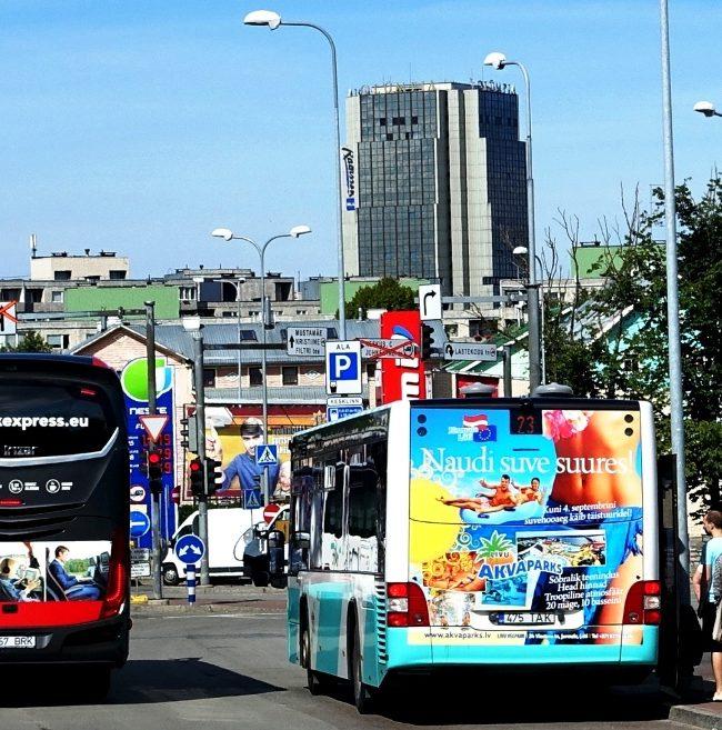 Akvaparks – reklaam bussi taga