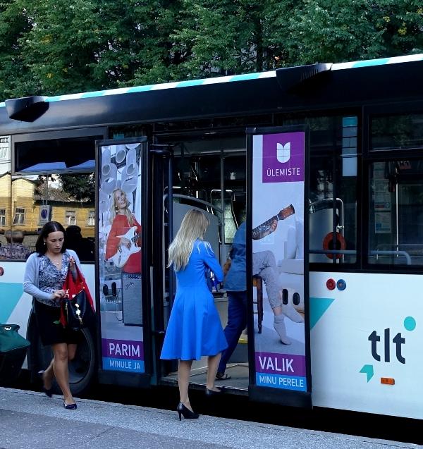 Ülemiste keskus – reklaam ühistranspordil, reklaam bussi ustel