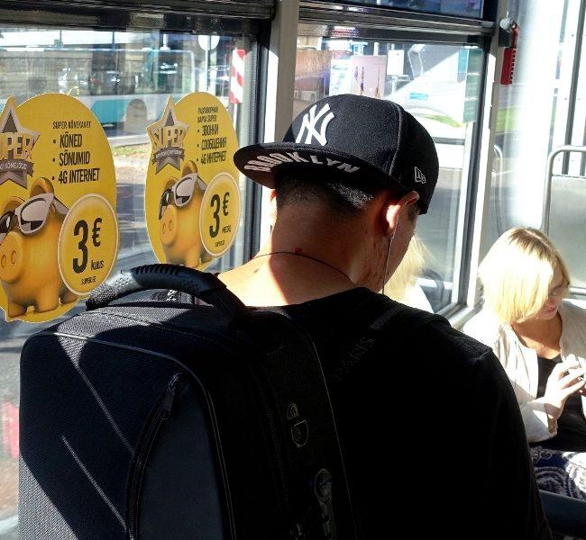 Telia Super – kleebis bussi aknal
