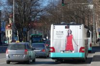 Molly Bracken – kleebis bussi taga