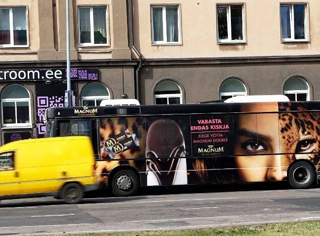 Magnum – transpordireklaam, buss üleni reklaamkujunduses