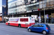 Parodontax – üleni kleebitud buss