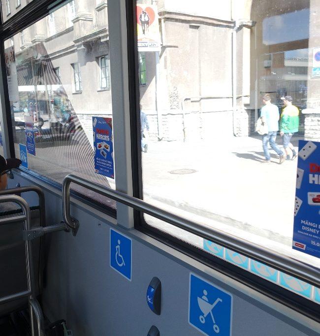 Rimi – reklaamkleebised bussi akendel