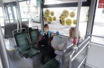 Super – kleebisreklaam bussi sees