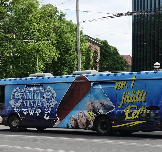 Balbiino Vanilla Ninja – buss üleni reklaamkujunduses