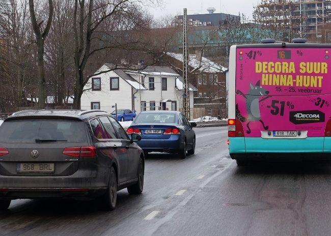 Decora – kleebis bussi tagküljel
