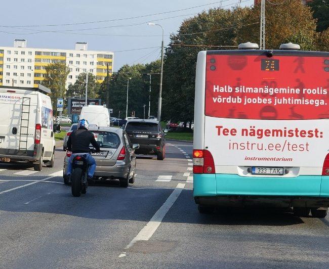 Instrumentarium – reklaam bussil