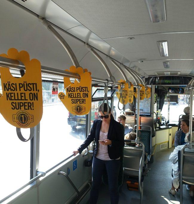Telia Super – rippuvad reklaamid bussis