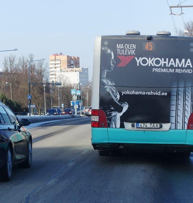 Yokohama – reklaam bussi tagaküljel