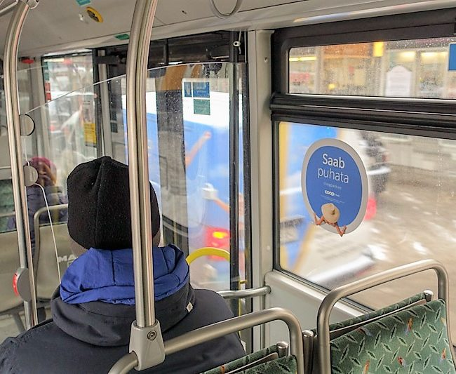 Coop Pank – erikujuline kleebis bussis