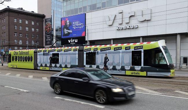 AirBaltic – trammireklaam, uus tramm üleni reklaamkujunduses