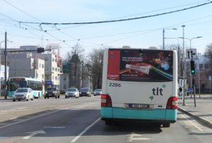 Reklaam bussi taga, pool tagakülge