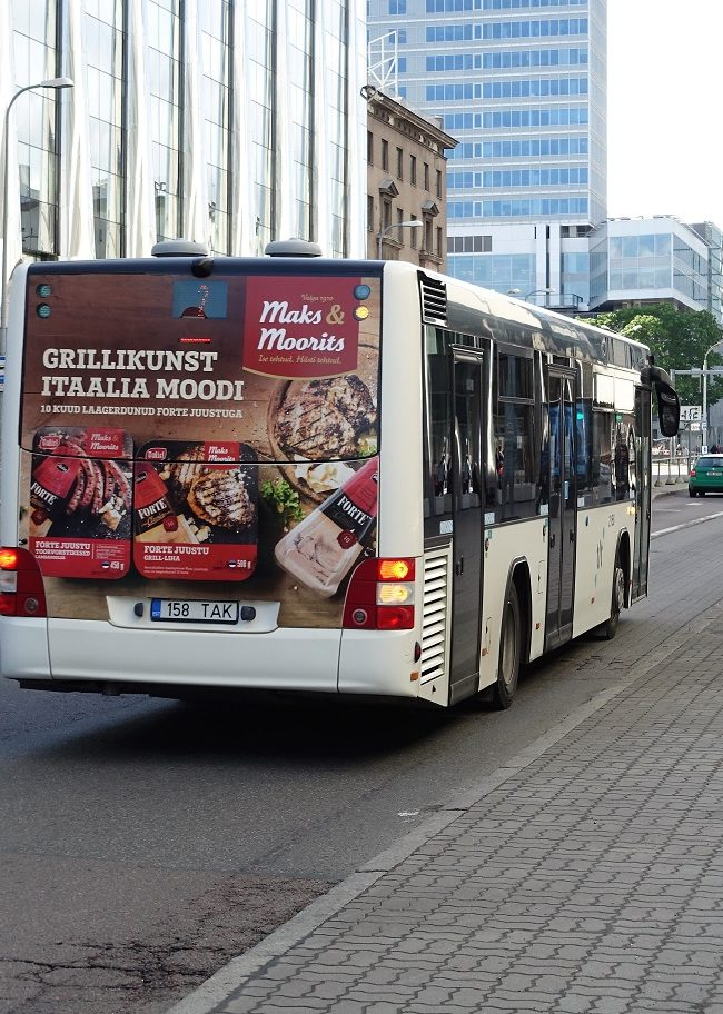 Maks & Moorits – bussireklaam, reklaam bussi tagaküljel