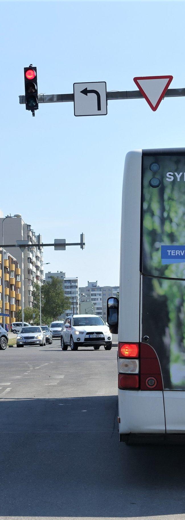 Synlab – kleebisreklaam bussi tagaküljel
