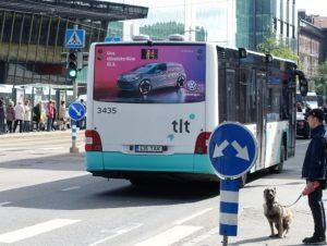 kleebireklaam bussil