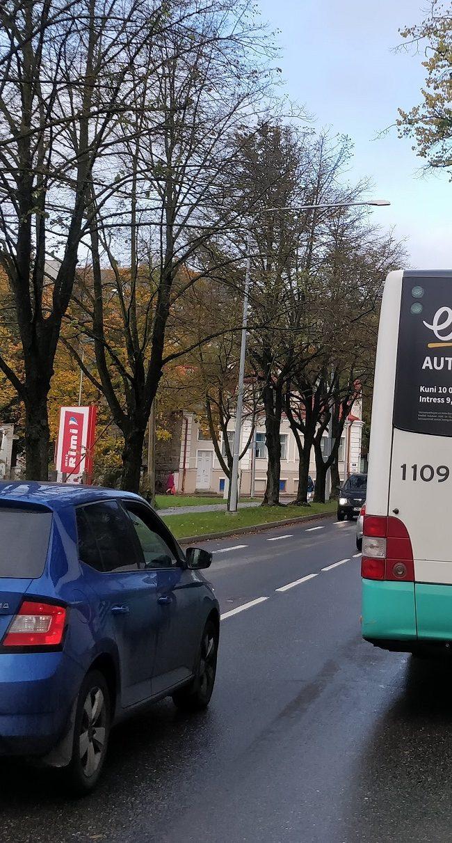 Holm Liising – reklaam bussil